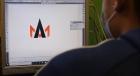 """Studente del corso di Grafica e comunicazione del """"Divini"""" di San Severino impegnato al computer nella realizzazione di un logo"""
