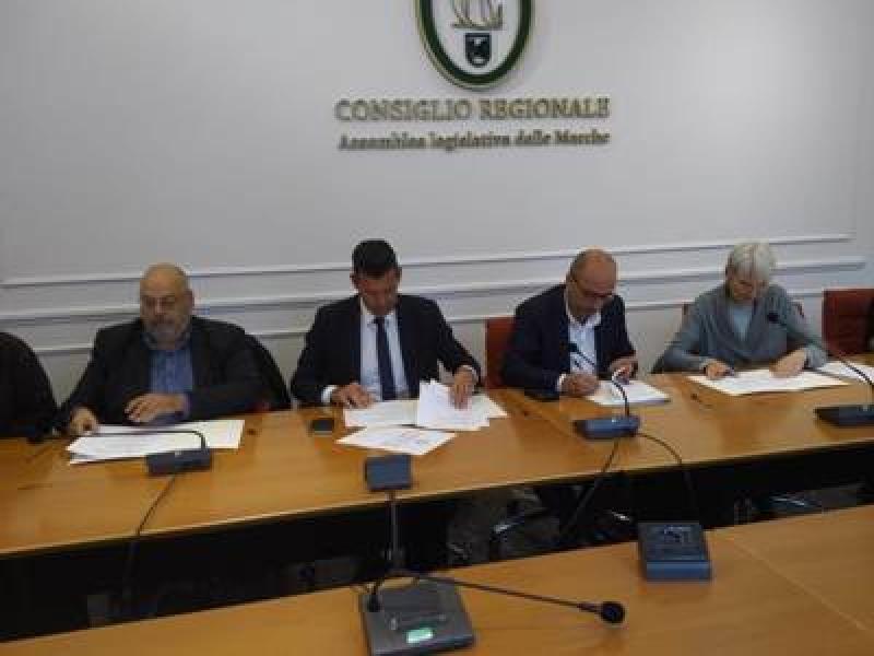 Piena accessibilità dei luoghi pubblici. In Consiglio regionale firmato un accordo per l'abbattimento delle barriere architettoniche