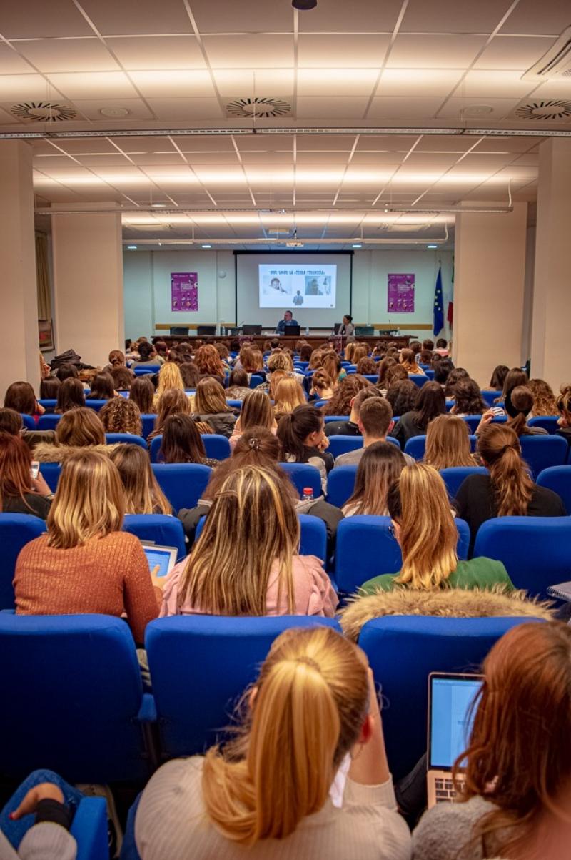 Successo oltre le previsioni per il convegno sul bi/plurilinguismo promosso anche da Genitori & figli per mano