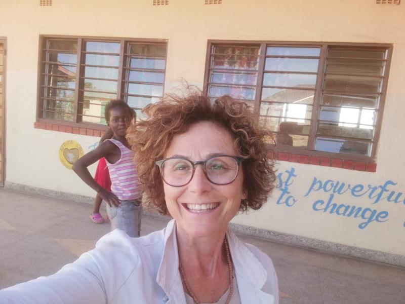 foto di Anita nella scuola Shalom in Zambia