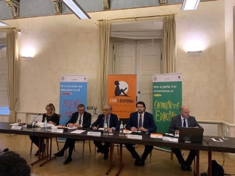 Gli italiani e la povertà educativa minorile
