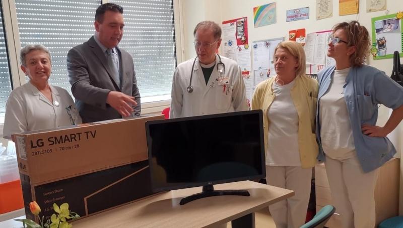 Televisori in dono ad Ematologia. Grazie al riuso.
